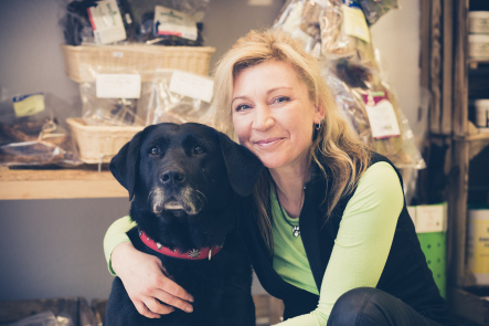 Mein Name ist Diana Ortmann und Hundeernährung ist ein Thema das mich schon immer faszinier